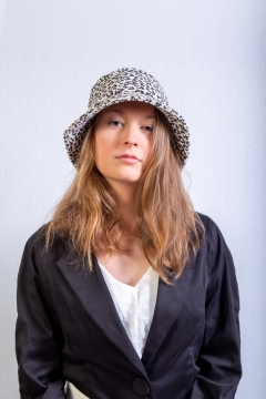 bucket hat leopard black white Andrée