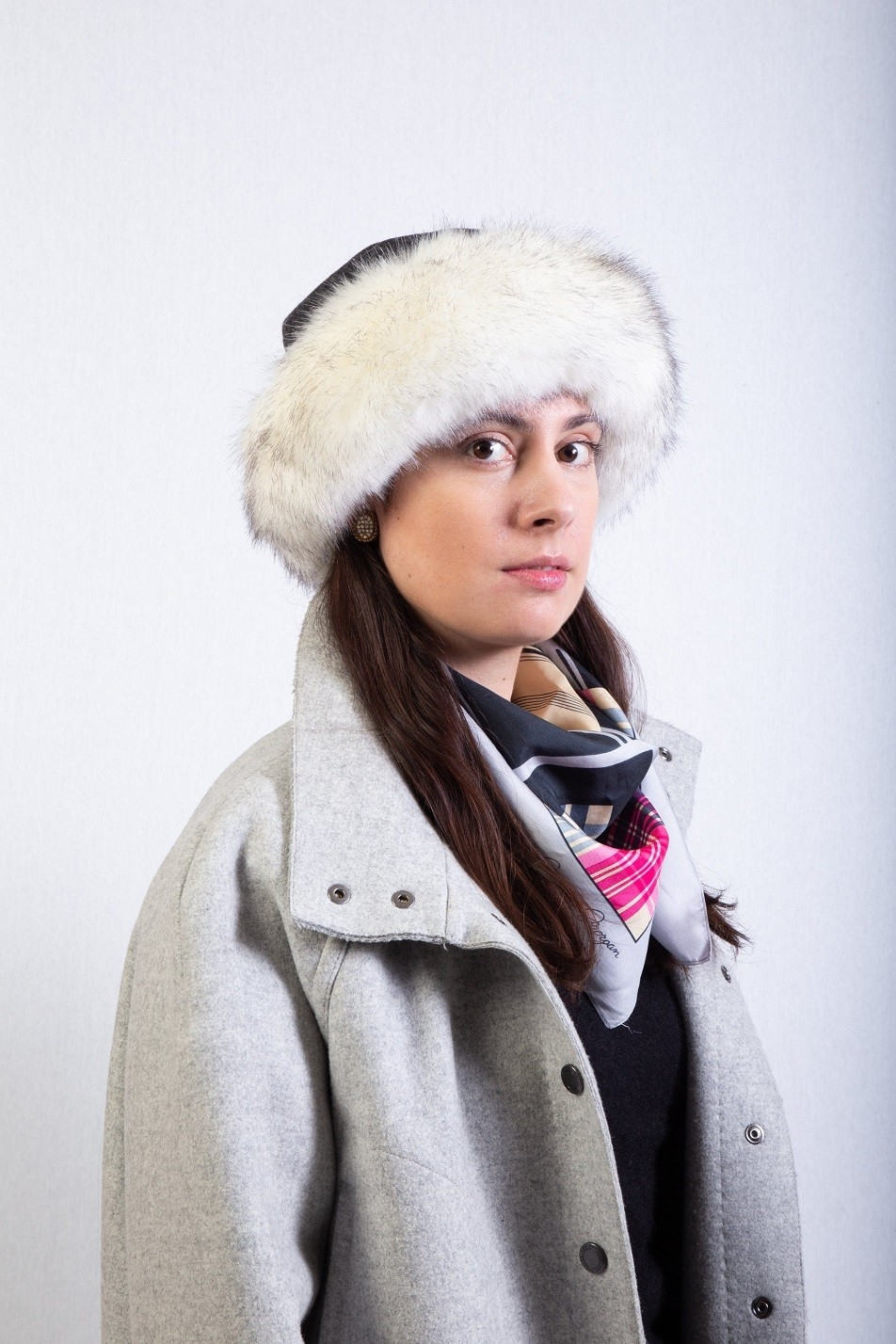 dark grey fox fakefur trim hat